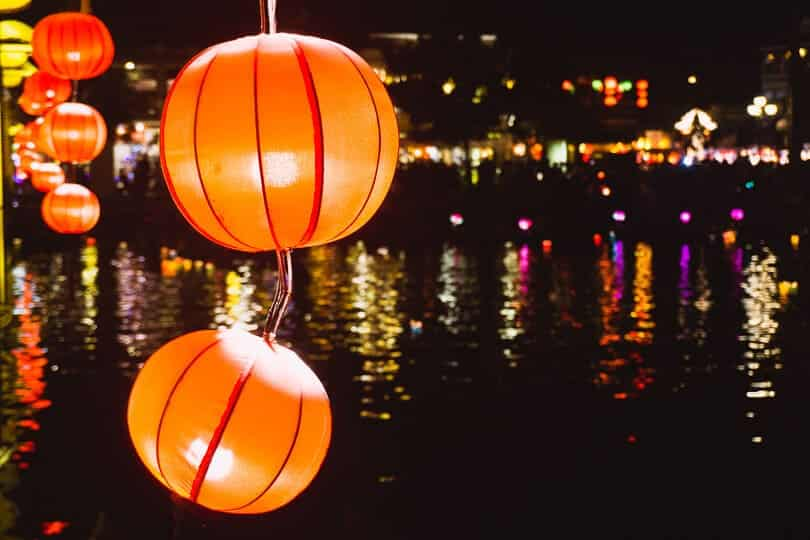 Buy lanterns in Hoi An.